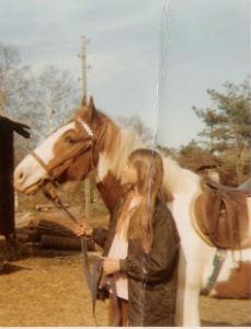 Lin Hallberg med sin häst när hon var 12 år