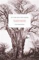 : Ett träd med vida grenar
